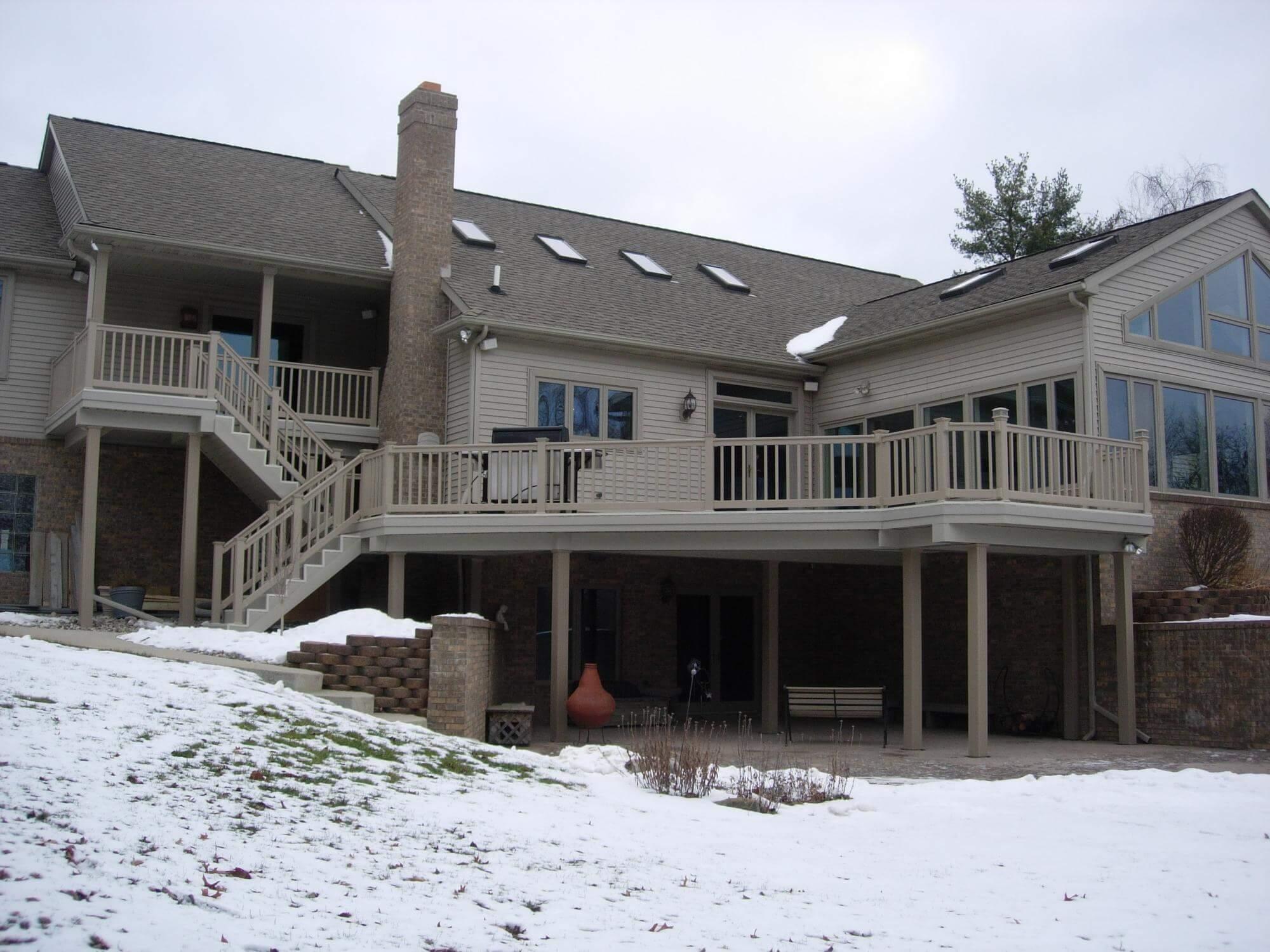 wahoo aluminum decks on a house with wahoo rail