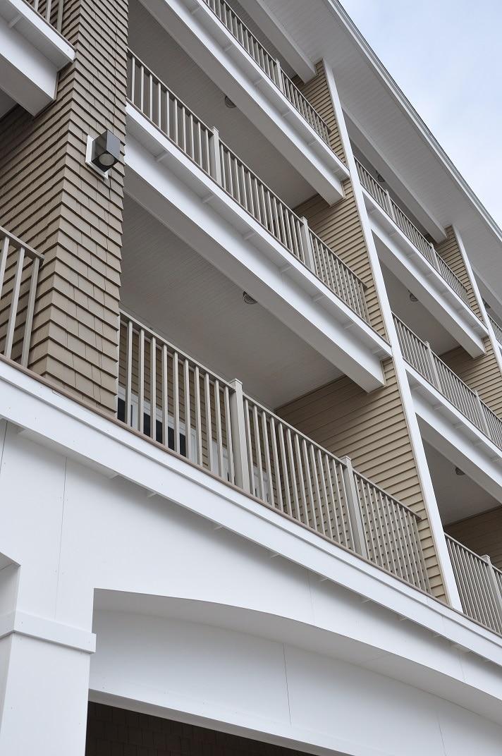 Sea Spray balcony 01 using Wahoo Decks DryJoistEZ and Wahoo Rail deck rail