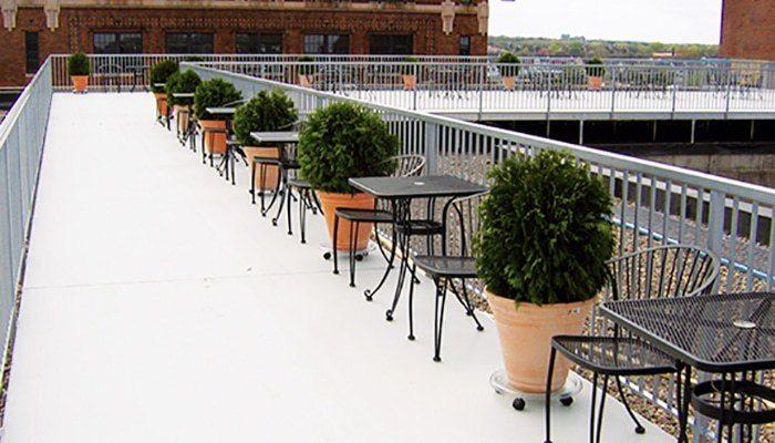 Wahoo Aluminum Decks – Decking Surface Product on Restaurant Roof