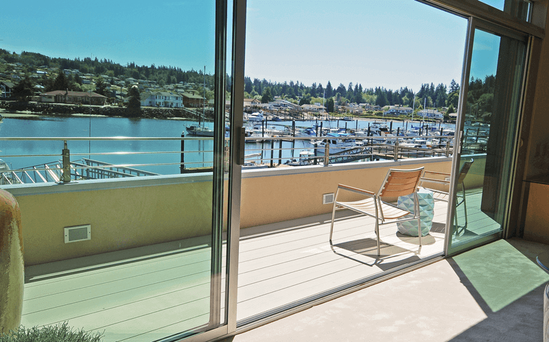 Experienced Homebuilder Chooses Fortis Aluminum Deck Boards to Complete Waterfront Home in Washington State