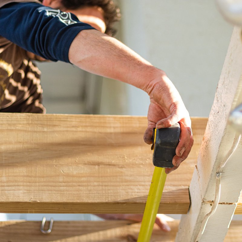 Wahoo Decks: What to Consider When Hiring a Contractor