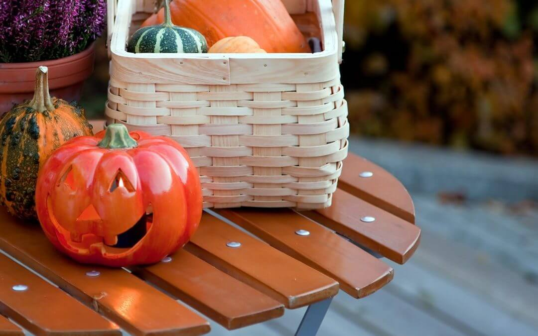 4 Easy Tips for Decorating Your Deck for Fall
